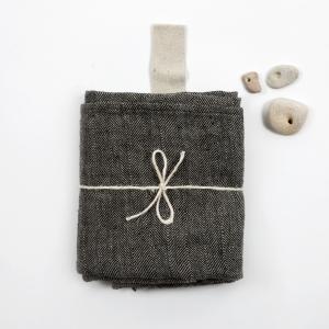 KOOS_towel_big_black_wide_fishbone1.jpg