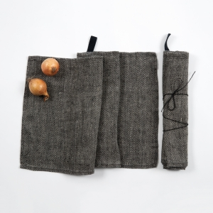 KOOS_towel_black_fishbone6.jpg