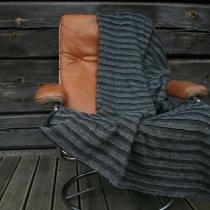 Pleed. Musta laia voldiga kangas 210 x 118