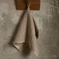 Linane väike rätik. Hall peene voldiga