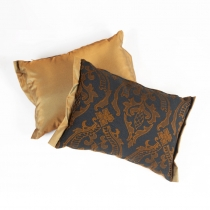 Dekoratiivpadi  kuldne ornament nr 1, 35 x 25 cm
