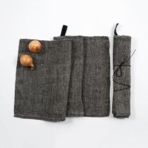 Linane väike rätik. Must kalasabamuster
